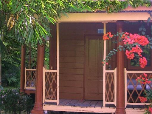 Hotel kelas wisata di Pantai Camplong